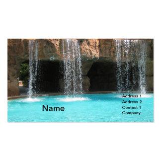 wate que conecta en cascada por una cueva y una pi plantillas de tarjetas de visita
