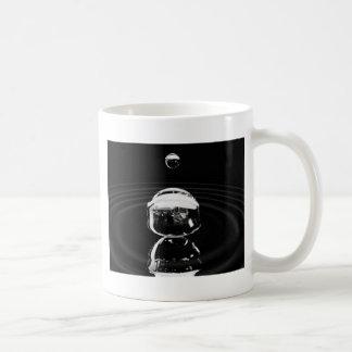 Water drop cause ripple coffee mug