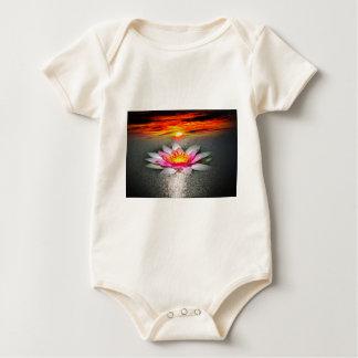 Water lily mameluco de bebé