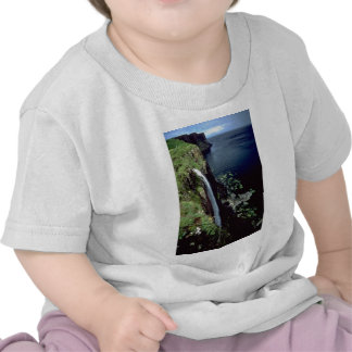 Waterfall over the cliffs of the Isle of Skye, Sco T Shirts