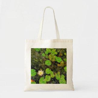 Waterlilies en el verano bolsas de mano