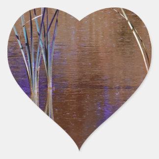 Waterscape púrpura pegatina en forma de corazón