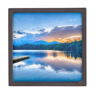 waterscapes del santeetla del lago en la puesta caja de joyas de calidad