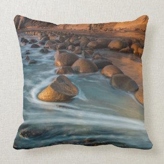 Wave along the beach, California Throw Pillow
