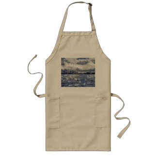Wave swells in a cloudy day long apron