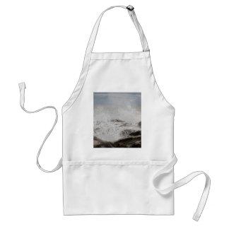 Waves breaking on rocks adult apron