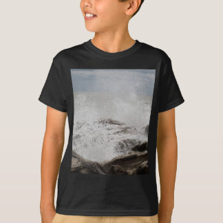 Waves breaking on rocks T-Shirt