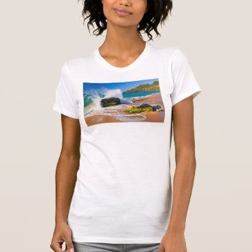 Beach Themed Waves crash on the beach, Hawaii T-Shirt