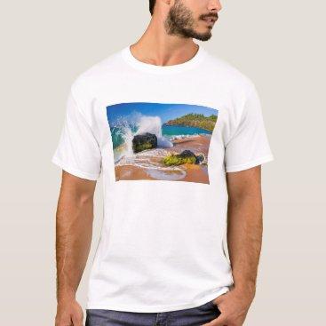 Beach Themed Waves crash on the beach, Hawaii T-Shirt