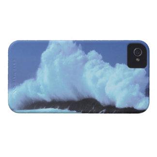 waves crashing against rocks iPhone 4 case