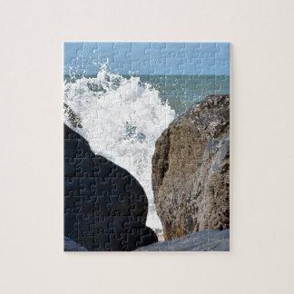 WAVES ON ROCKS QUEENSLAND AUSTRALIA JIGSAW PUZZLE