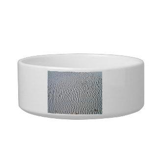 Wavy pattern on sand cat bowl