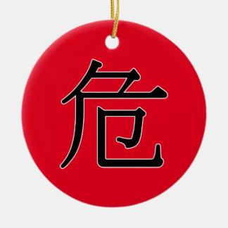 wēi - 危 (danger) ceramic ornament