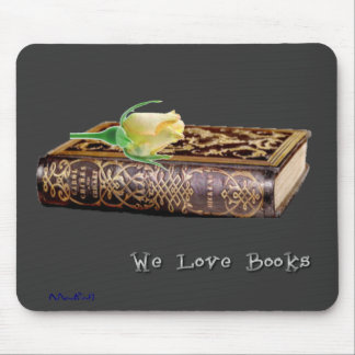 We Love Books 1 Mouse Pad