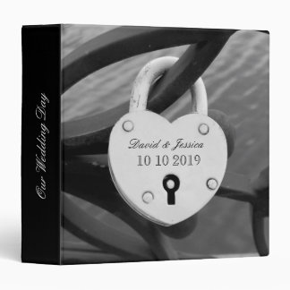 Wedding photo album with romantic heart love lock binders