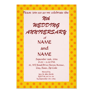 "WeddingAnniversary-Naranja PolkaDots, Invitación 5"" X 7"""