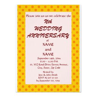 "WeddingAnniversary-Naranja PolkaDots, Invitación 6.5"" X 8.75"""