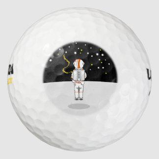 Weeing corto cogido astronauta en espacio pack de pelotas de golf