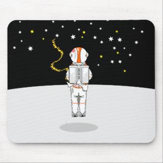 Weeing corto cogido astronauta en espacio tapete de ratón