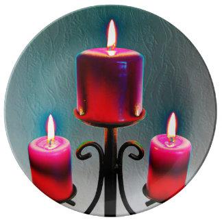 Weihnacht, adviento, candelas ardientes rojas feri platos de cerámica