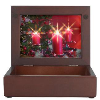 Weihnacht, adviento, candelas ardientes rosas feri cajas de recuerdos