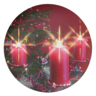 Weihnacht, adviento, candelas ardientes rosas feri platos