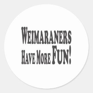 ¡Weimaraners se divierte más! Pegatina Redonda