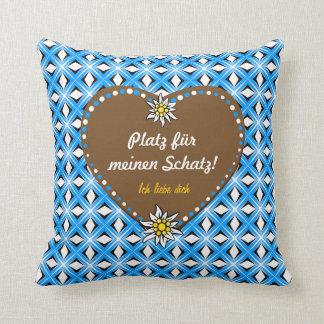 Weiss und blau, so soll es sein throw pillow