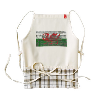 Welsh Flag on Rough Wood Boards Effect Zazzle HEART Apron