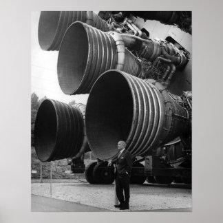 Werner von Bran y el cohete de Saturn V Póster