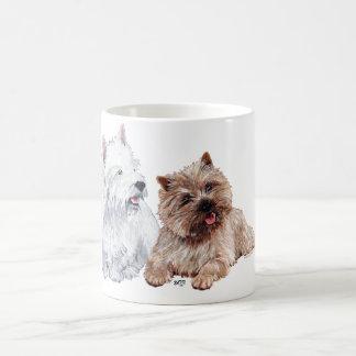 Westie con un mojón Terrier de Brown Taza Básica Blanca