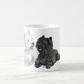 Westie con un mojón Terrier del negro Taza Básica Blanca