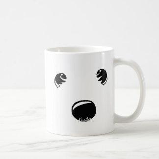 Westie Terrier hace frente a la taza