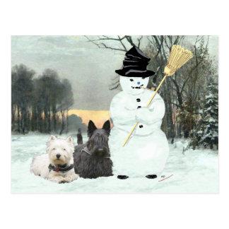 Westie y estructura del escocés un muñeco de nieve postal