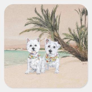 Westies en una playa con muchas palmas pegatina cuadrada