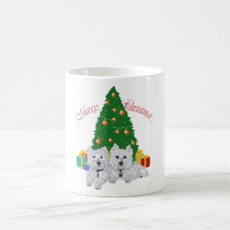 Westies por el árbol de navidad tazas