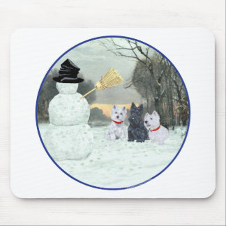 Westies y escocés con el muñeco de nieve alfombrillas de ratón