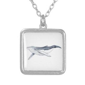 whale baby fond transparent collar plateado