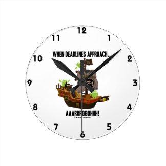 When Deadlines Approach... Aaarrrggghhh Bugdroid Round Clocks