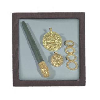 Whetstone and rings with granulated decoration, Su Gift Box