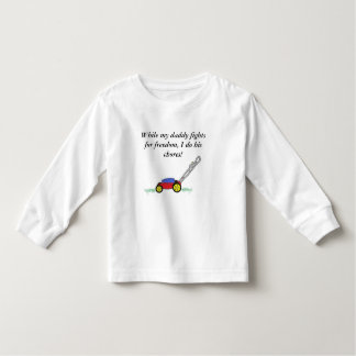 While my daddy toddler t-shirt