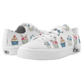 Whimsical Cupcake Pattern Low-Top Sneakers