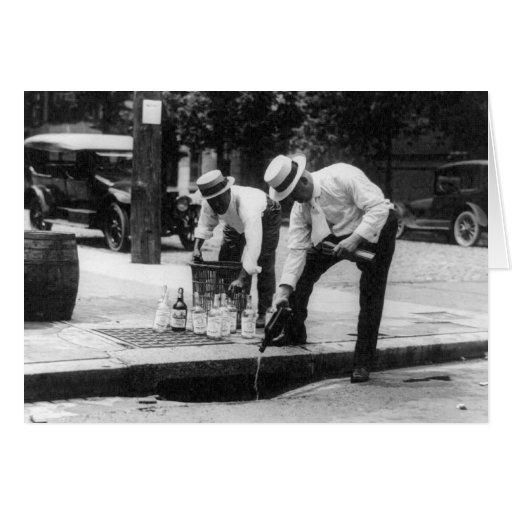 Whisky de colada en una alcantarilla, 1930 felicitacion
