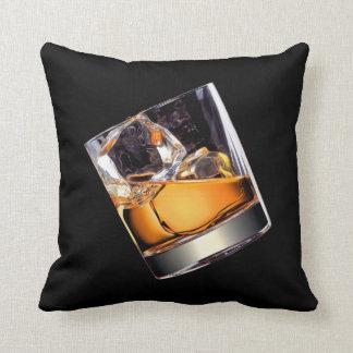 Whisky en la almohada de tiro de las rocas
