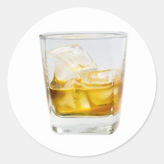 Whisky en las rocas pegatina redonda