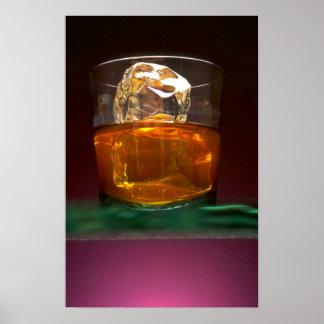 Whisky hermoso en las rocas poster