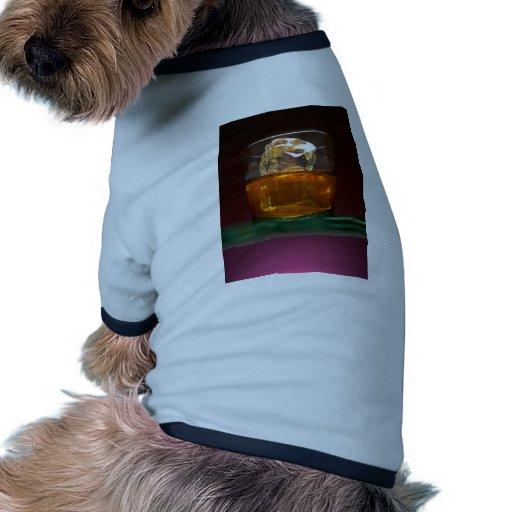 Whisky hermoso en las rocas ropa de perros