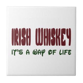 Whisky irlandés es una manera de vida azulejo cuadrado pequeño