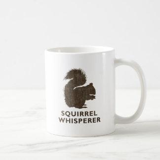 Whisperer de la ardilla del vintage taza de café