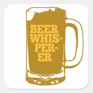 Whisperer de la cerveza pegatina cuadrada